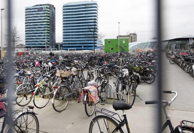 fietsen-in-het-centrum-Arnhem