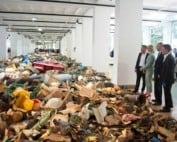 tentoonsteling out to sea-Rozet-plastic-garbage